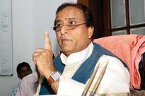 Raju Srivastav weilds the broom, nominates Mayawati, Azam