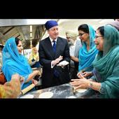 'Phir ek baar Cameron sarkar': UK PM woos Indian-origin voters