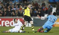 Dortmund leave it late, Milan limp into last 16