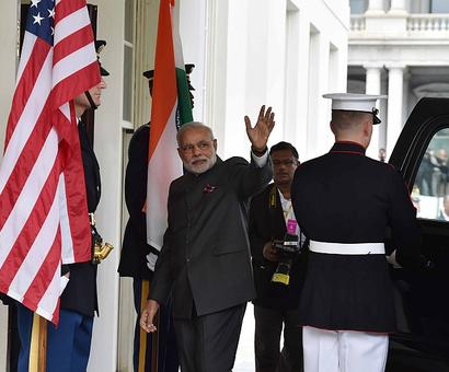 Modi holds crucial talks with Obama at White House
