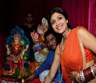 In pics: Shilpa Shetty bids goodbye to Ganpati amidst a lot of singing and dancing