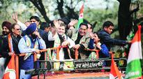 Rahul takes a dig at Modi's 10-lakh suit