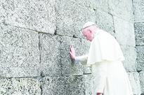 Pope pays homage at Auschwitz