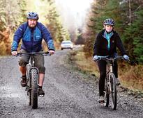 Ebola quarantine nurse in defiant bike ride