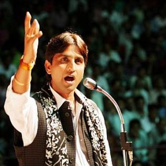 Kumar Vishwas booked for dharna in police station