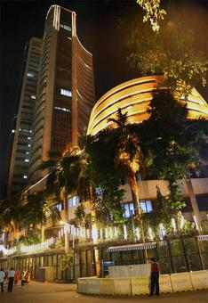 Nifty holds 8,500 amid choppy trades; Broader markets outshine
