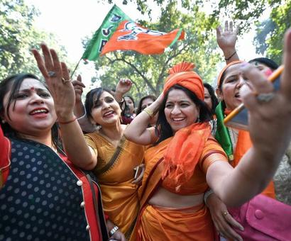 With dhol and dance, BJP begins its celebrations