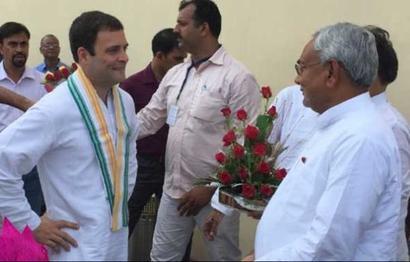 Rahul has 'chai pe charcha' with Nitish