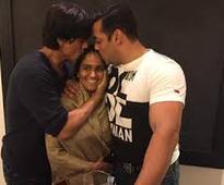 Shah Rukh turns up for Arpita's Mumbai reception at 2am, dances with Salman