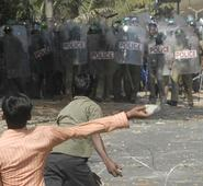 Telangana turmoil: It's raining stones in Hyderabad