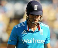Alastair Cook Vows to Carry on as England ODI Captain Till World Cup