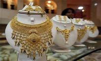 Gold glitters on Dhanteras buying, global cues