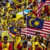 Thousands of protesters gather in Kuala Lumpur demanding Malaysian PM Najib Razak's resignation