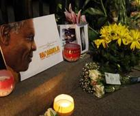 Tears as Nelson Mandela lies in state
