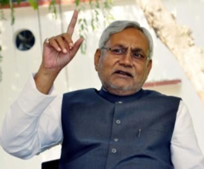 Nitish compares 'backward' Bihar to 'developed' Gujarat