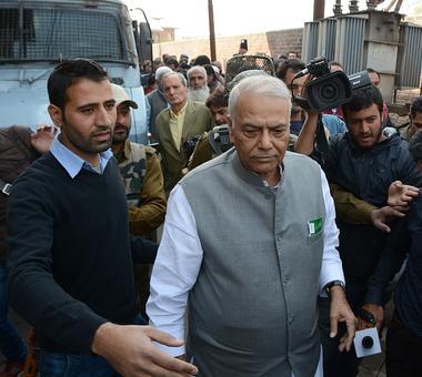 Yashwant Sinha leads team to meet Hurriyat; BJP, Centre deny sending him