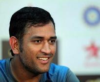 Tri-series 2015: MS Dhoni blames batsmen for loss to England