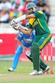 Amla fastest batsman to get to 4000-run mark