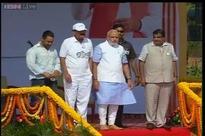 Modi challenges Tendulkar, Tharoor, Salman for Clean India campaign