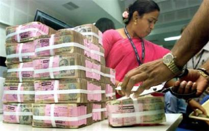 Govt employees set to get pay hike; Cabinet meet on pay commission report on Wednesday