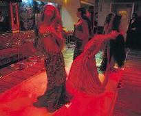 SC gives Maha govt deadline for Mumbai dance bar licences