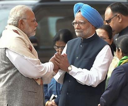 Amid war of words, Modi shakes hands with Manmohan Singh