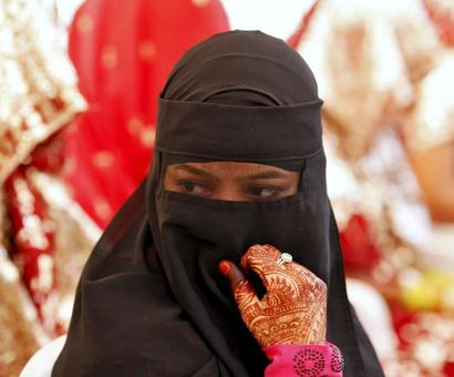 SC bars instant triple talaq for 6 months, asks Parliament for law