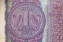 Rupee shrugs off early weakness! Trades flat on Friday