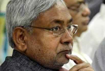 Nitish slams BJP for hobnobbing with MNS in Maha