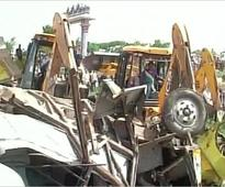 Train mows into bus killing 25 school children near Hyderabad