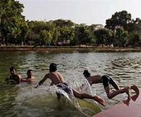Delhi sizzles as morning temperature soars above 30 degrees