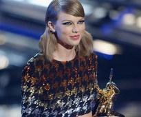 MTV VMAs: Taylor Swift Dominates With 4 Wins