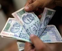 Rupee appreciates to 61.74 on fresh dollar selling