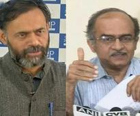 Expelled Yadav, Bhushan turn up the heat on AAP, but does anybody care?