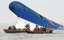 300 feared missing after Korea ferry sinks